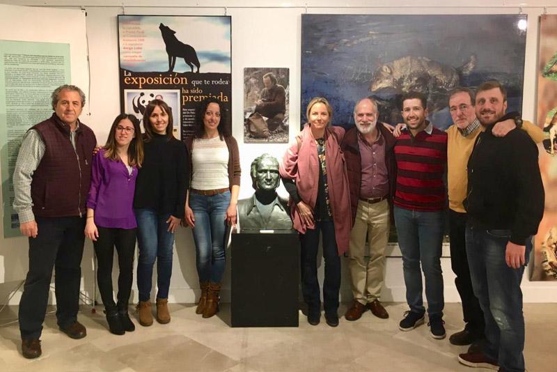 El equipo del Centro del Lobo Ibérico acompañados por Odile Rodríguez de La Fuente